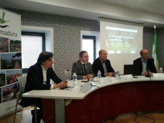 En la reunión se ha presentado el Plan Turístico Sur de Extremadura