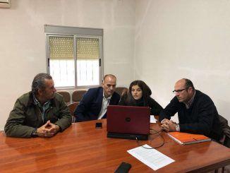 El secretario general de Desarrollo Rural y Territorio, Manuel Mejías, se ha reunido con los representantes de la Comunidad de Regantes Guadiana