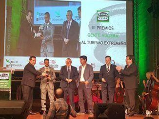 Durante el trancurso de esta gala se entregó el Premio a la promoción turística a las campañas 'Extremadura es agua' y 'Extremadura es otoño', de la Dirección General de Turismo, un galardón que recogió el director general de Turismo, Francisco Martín Simón.