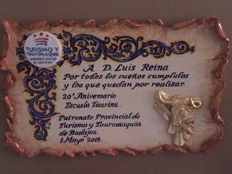 Reina también recibió una placa del Patronato Provincial de Turismo y Tauromaquia por su contribución a la Escuela Taurina durante los últimos 20 años.