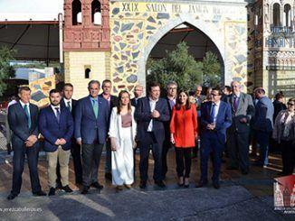 El presidente de la Junta de Extremadura, Guillermo Fernández Vara, inauguró ayer por la tarde el XXIX Salón del Jamón Ibérico de Jerez de los Caballeros.